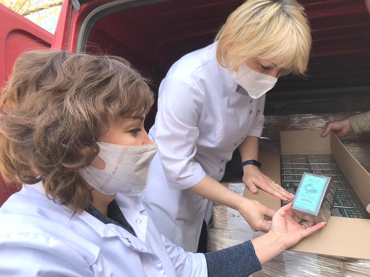 С самого начала пандемии Siberian Wellness серьезно занялась вопросом помощи медикам, волонтерам, социально незащищенным людям и семьям, став партнером акции #МыВместе.