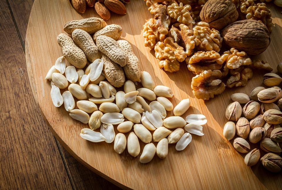 Грецкие орехи, миндаль