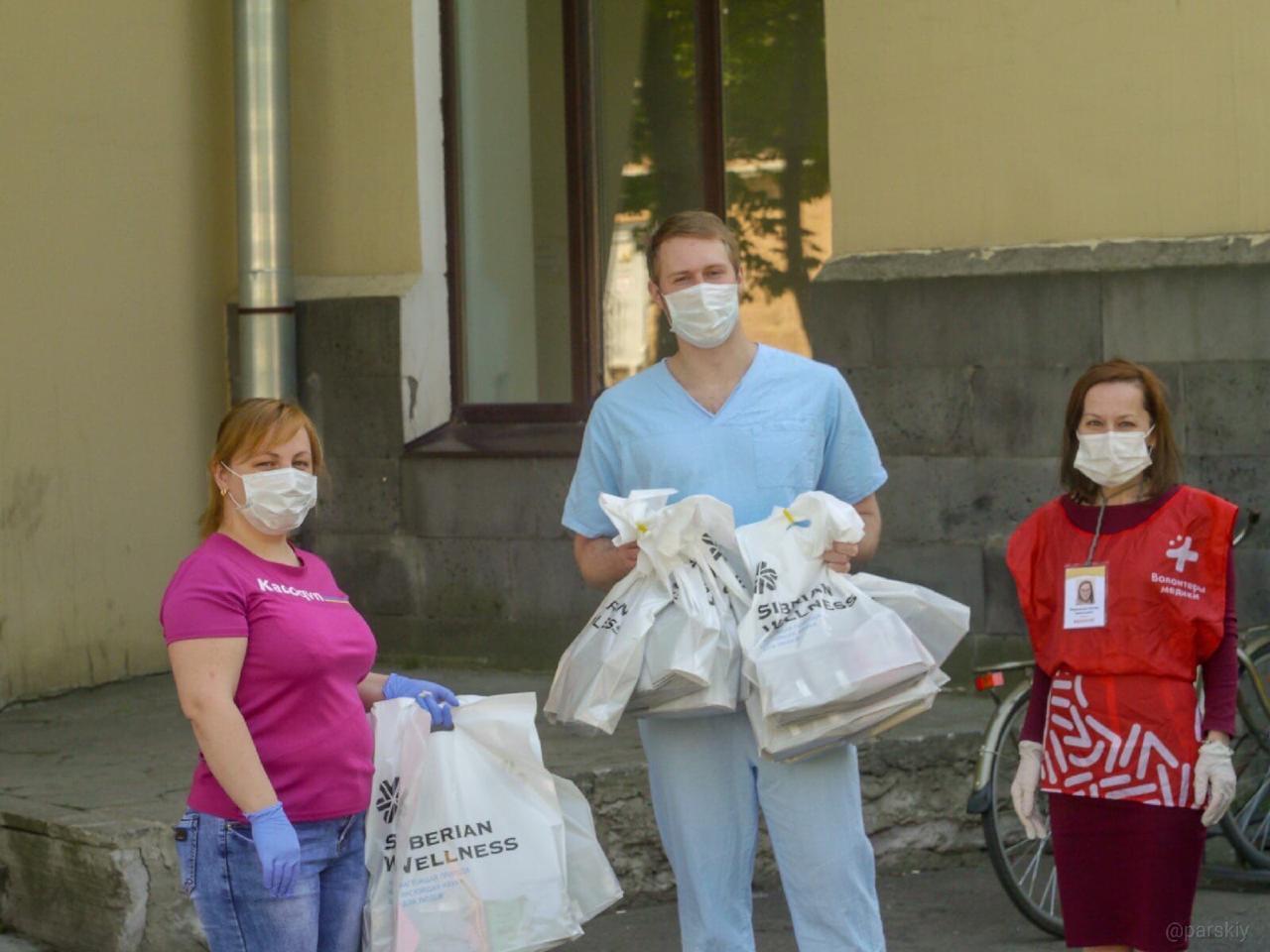 Ко Дню медицинского работника – 21 июня – Компания Siberian Wellness отправила 650 подарочных наборов врачам нескольких больниц Москвы и Новосибирска.