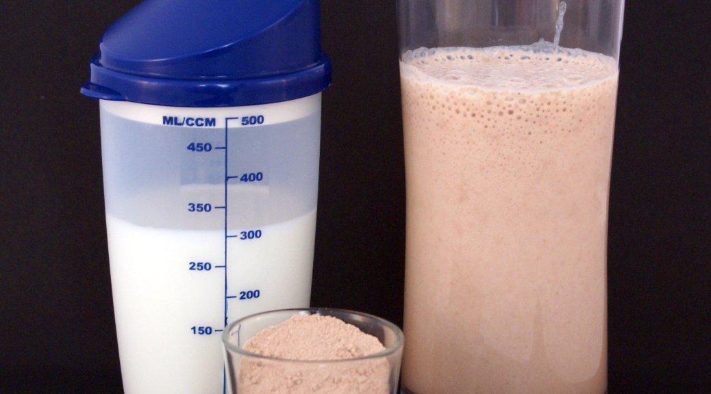 В чем разница между гейнером и протеином?