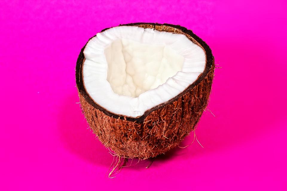 На протяжении десятилетий кокосовое масло считалось лучшим растительным источником триглицеридов.
