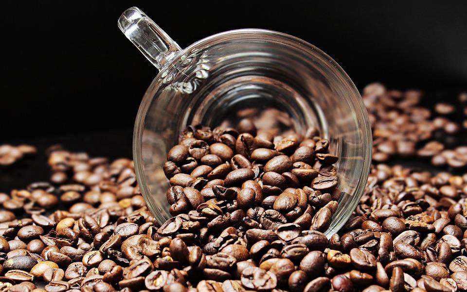 Если сложно отказаться от кофе, то его следует употреблять только в первой половине дня и общий калораж не должен превышать 500 ккал в сутки.