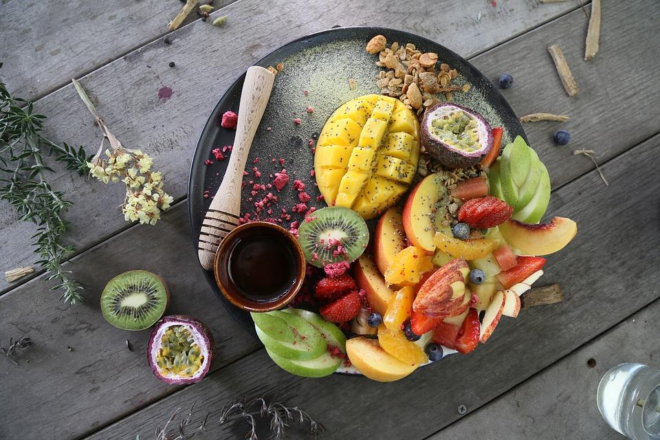 В них содержится не сам белок, а аминокислоты и витамины, необходимые для его синтеза.