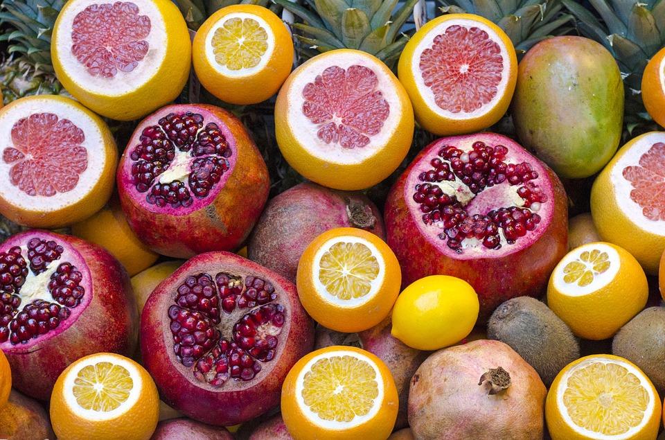 Необходимо увеличить употребление свежих овощей и фруктов с минимальной термообработкой.