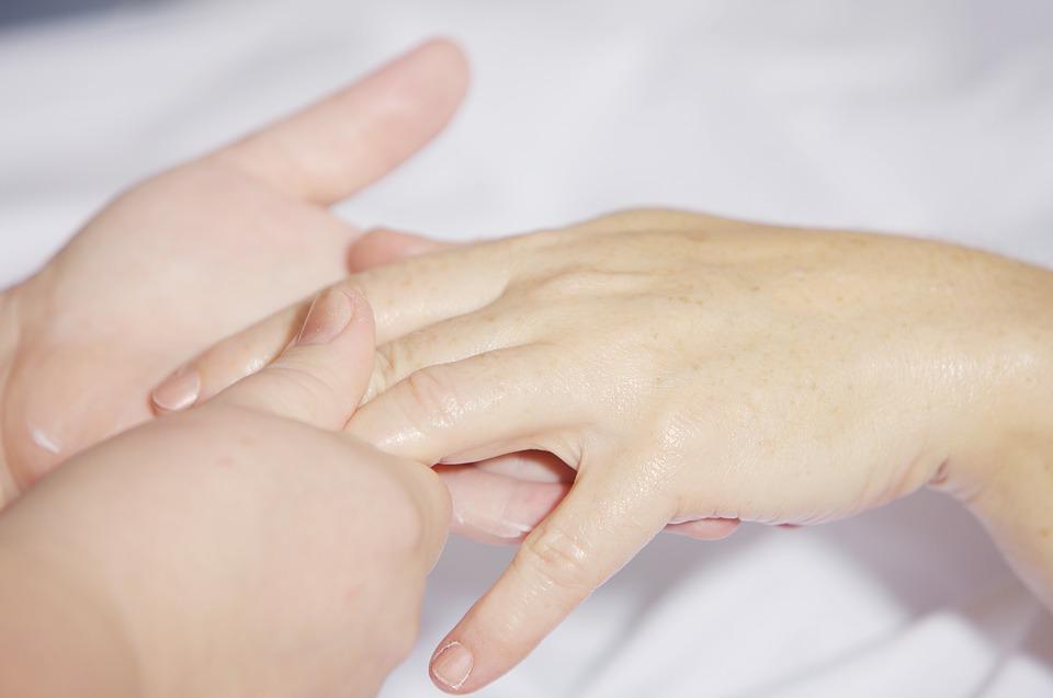 Помните: при нехватке жидкости в организме проблем с ногтями не избежать даже при самом тщательном уходе.