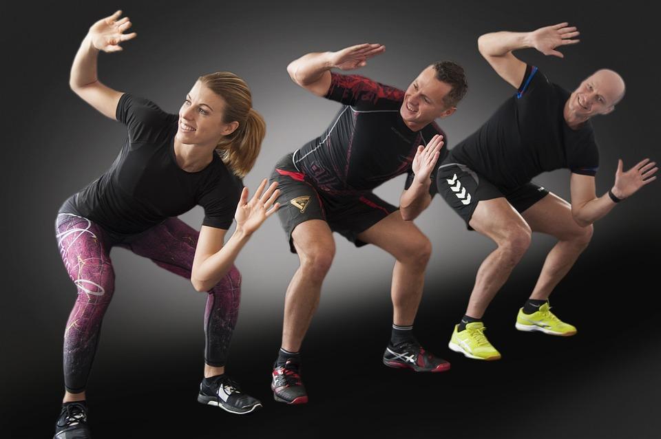 В первые дни можно ощутить легкость в теле и выполнять упражнение налегке.
