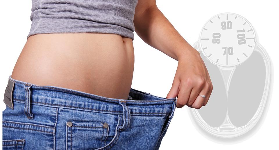 Многие совершают ошибку, не рассчитывая калорийность напитков и перекусов.