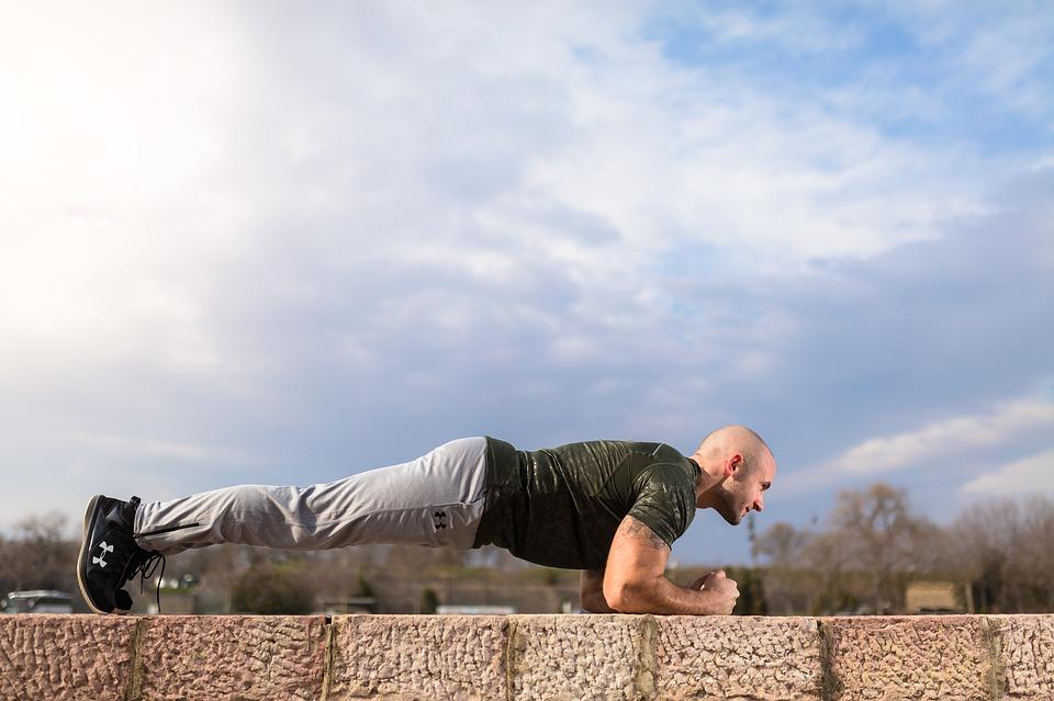 Главное, не прекращать выполнение упражнения, пока не возникнет усталость и легкая дрожь в теле.
