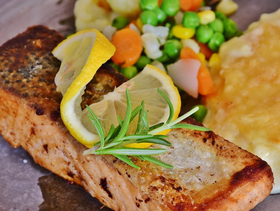 Запеченный лосось.