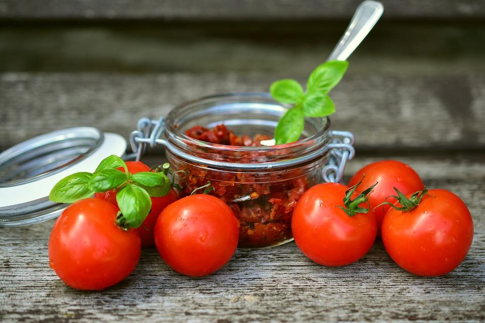Ликопин не синтезируется человеком и попадает в организм только с пищей