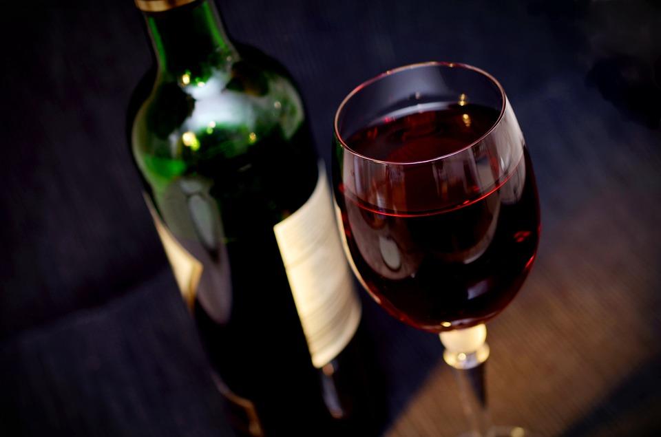 Лидером по содержанию полифенолов является красное сухое вино.