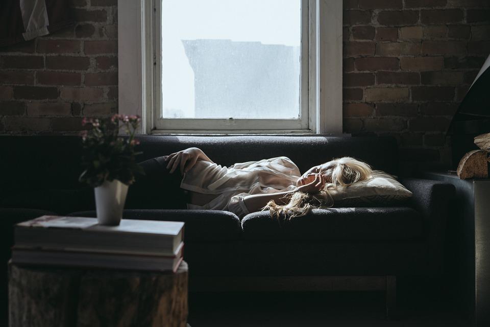Постараться высыпаться. Не хватает ночного сна — спать днем.